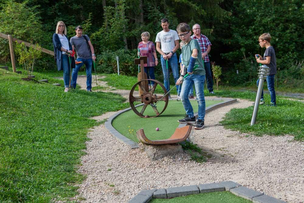 Minigolf Eifel Ferienpark Freizeitpark Eifeladventures Vulkaneifel